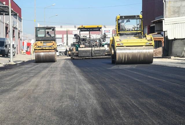 Büyükşehir, asfaltlama çalışmalarını sürdürüyor
