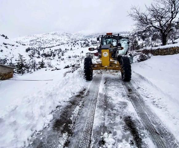 Adana'da karla mücadele ekipleri 24 saat görev başında