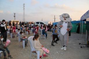 Çadırda yaşayan çocuklara unutulmaz eğlence