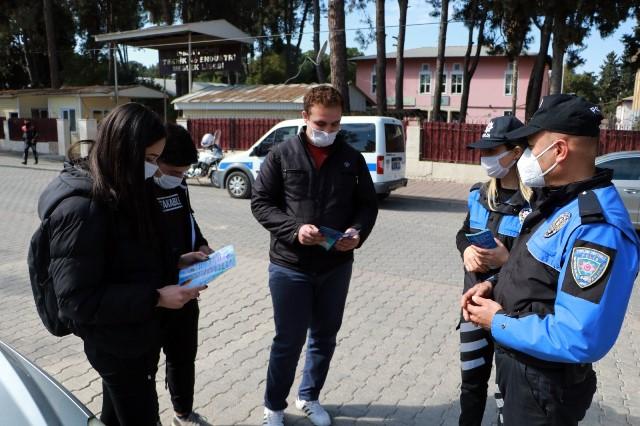 Okul önlerinde Özel Harekât destekli narkotik köpekli uygulama
