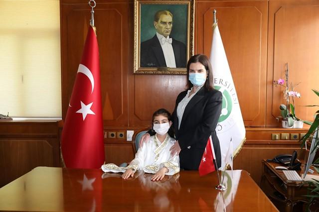 Rektör Prof. Dr. Tuncel, koltuğunu çocuklara devretti
