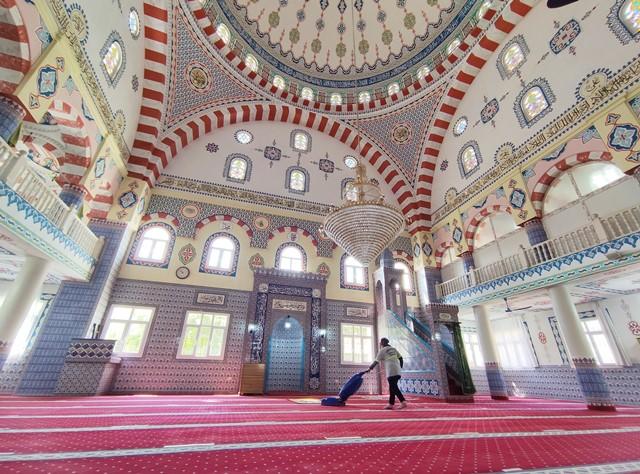 Yüreğir'de camiler Ramazan'a hazırlanıyor