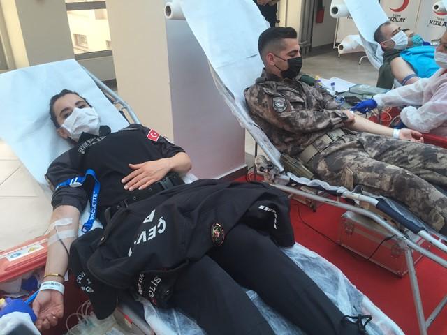 """İnci:""""Türk polisi cephede ve sedyede kanını vermeye hazır"""""""