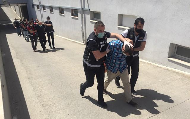 Tabanca merakı öğretmeni silah kaçakçısı yaptı