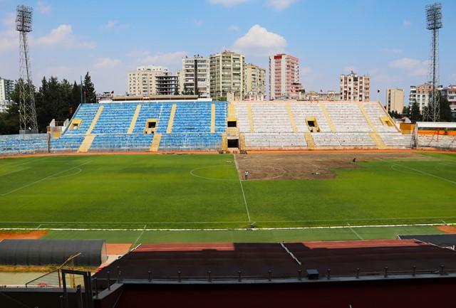 Tarihi 5 Ocak Stadı'nın çimleri sökülüyor
