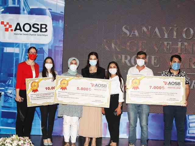 Çukurova Üniversitesi Öğrencilerine 5 Ayrı Ödül