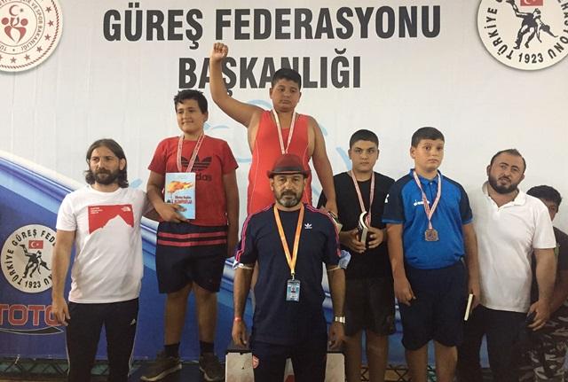 Yüreğir'in pehlivanı Türkiye şampiyonu oldu