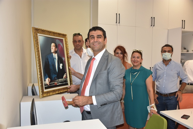 Adana Adliyesi'nde Avukatlar İçin Çalışma Odası ve Kütüphane Açıldı