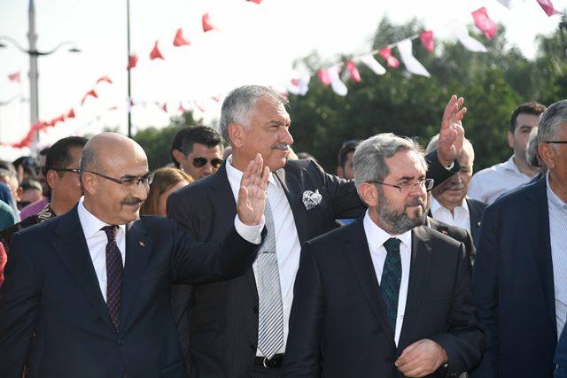 """Karalar: """"Bekle Türkiye, Bekle Dünya, eski Adana dönüyor"""""""