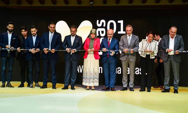 01 Burda AVM iş ve sanat dünyasının katılımıyla açıldı