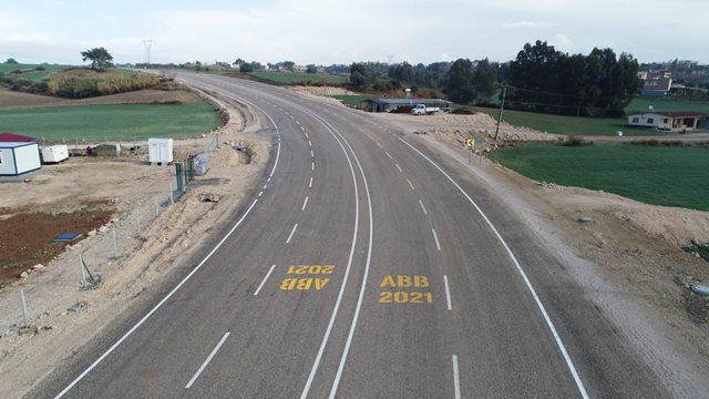 ABB'nin Adana'nın dört bir yanında asfalt çalışmaları sürüyor