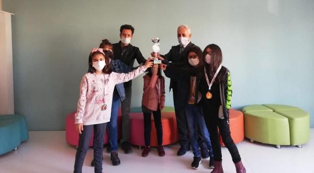 Kozan'lı minik bilim kahramanları ilçenin gururu oldular