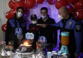 Polisin doğum günü sürprizi çocuğu şaşkına çevirdi