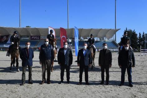 Adana Valilik Kupasını Deniz Gel kazandı