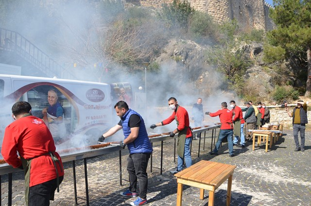 Tarihi kente 20 metrelik boru kebabıyla tanıtım