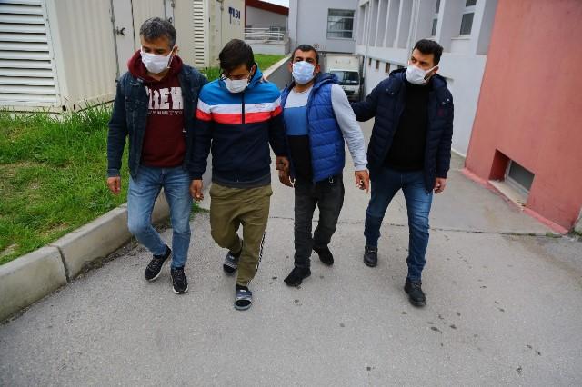 Çocukları uyuşturucuya alıştırıp torbacı yapan engelli tutuklandı