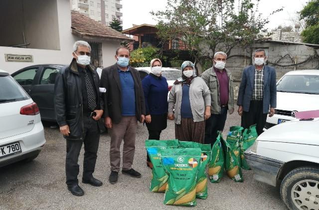 Adana'da üreticileri 19 bin kg tohumluk dağıtıldı