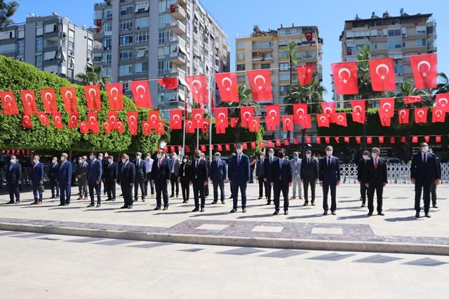 Adana'da sade 23 Nisan töreni