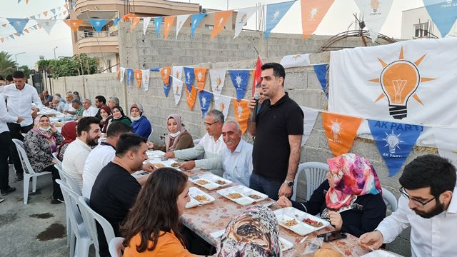 Yunusoğlu'nda AK Parti'den Miting Gibi Toplantı
