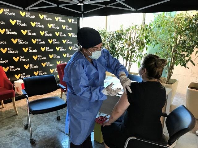 01 Burda AVM yerinde Aşı uygulamasına ev sahipliği yapıyor
