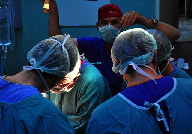 Türkiye'nin en önemli cerrahları Adana'da buluşuyor