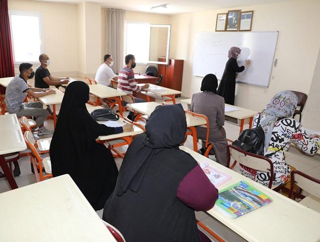 Yüreğir Belediyesinden yabancılara Türkçe kursu