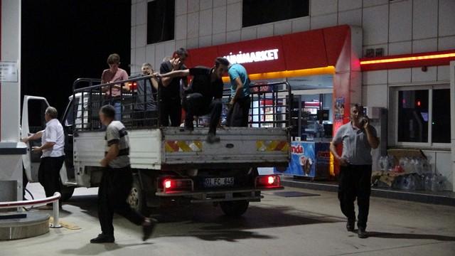 Kurtarılan vatandaşlar Kozan'a sevk ediliyor