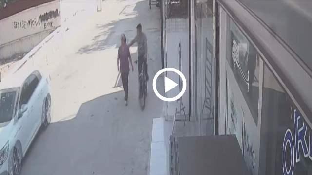 Bisikletle takip ettiği kadının kolyesini kapıp kaçtı