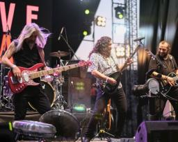 'Akdeniz Gençlik Festivali'nde eğleniyor